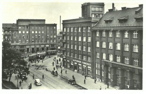 b8397effc1 Pohlednice Ostrava – budova Concordia pojišťovna   cca 1930